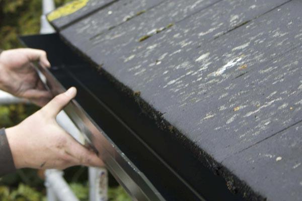 mantenimiento de canalón en tejado