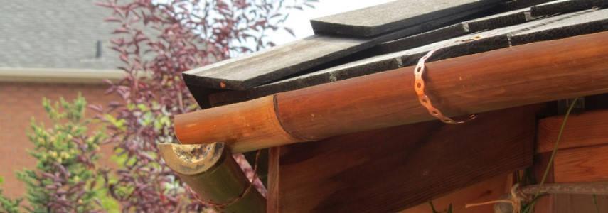 Canalones De Bambú En La Decoración De Un Jardín