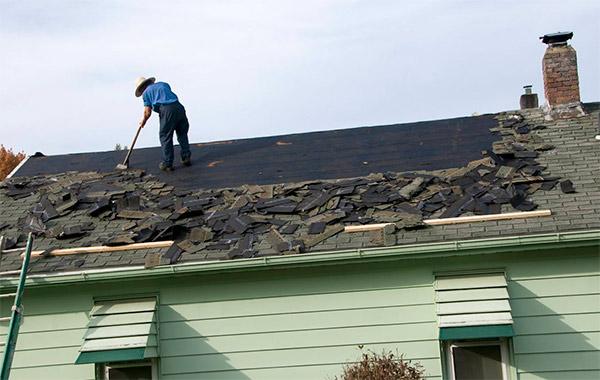 Rerirar tejas del tejado antiguo